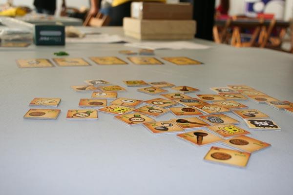 Esto es todo lo que pude jugar al Pirate Rush: soltar las losetas en la mesa y hacer la foto, jooo.