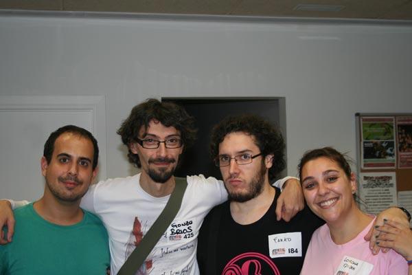 Un servidor, el maestre Gonzo Bríos y la parejita jugona Farko y Fayzah. Foto épica de las jornadas.